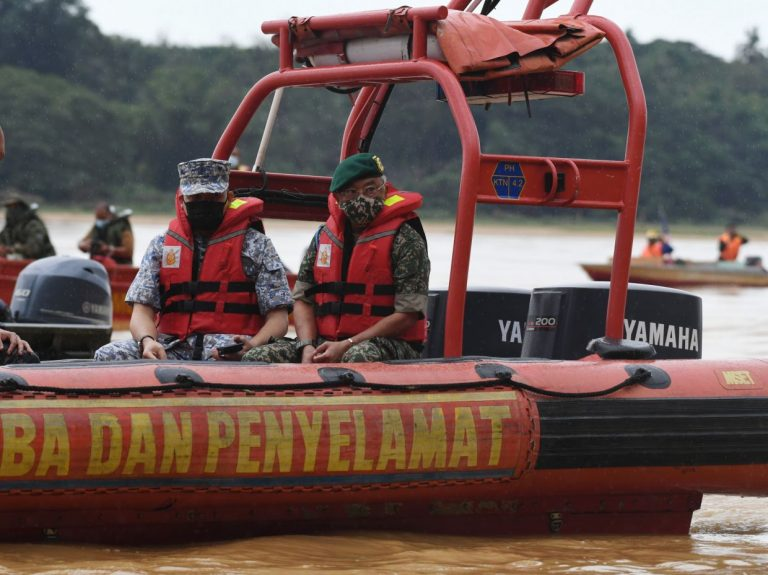 King joins search to look for missing soldier in Sg Pahang