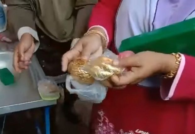 Woman manages to recover RM70,000 worth of gold jewellery after accidentally throwing them away
