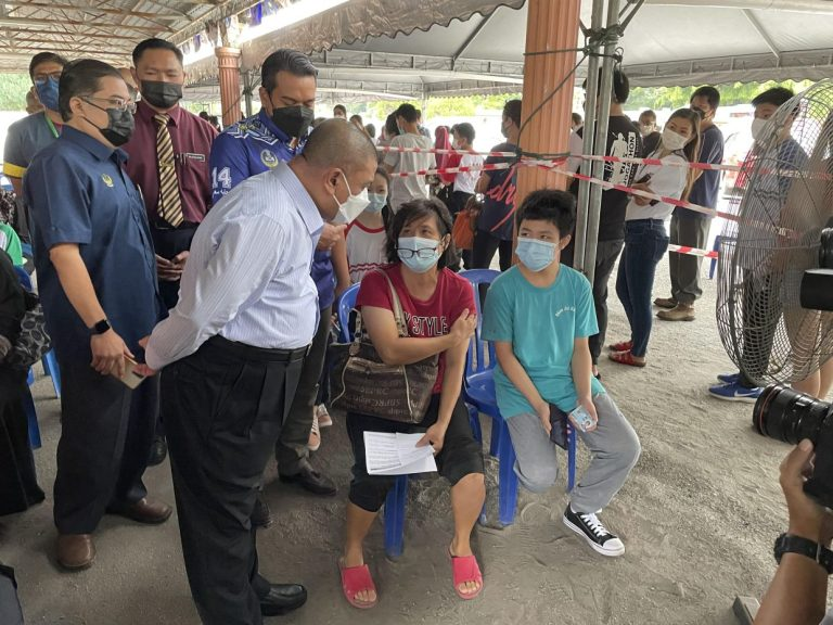 MB: Good take-up for Covid-19 vaccines among teens in Perak