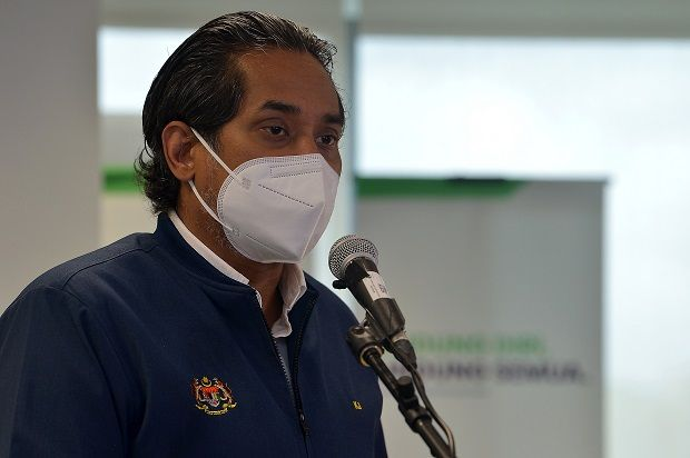 Covid:19: Choosing not to be vaccinated? We will make life 'difficult' for you, says Khairy
